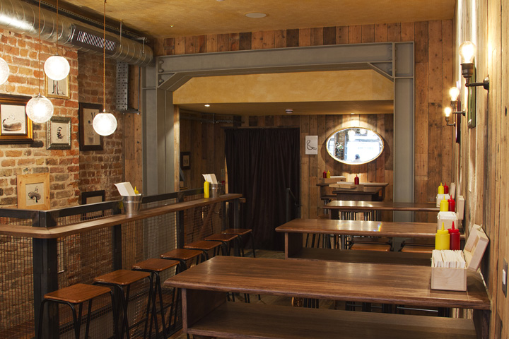 Bubbledogs vintage atmosphere restaurant by B3 Designers
