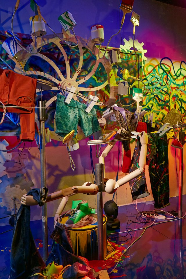 FASHION FACTORY WINDOWS - Harvey Nichols