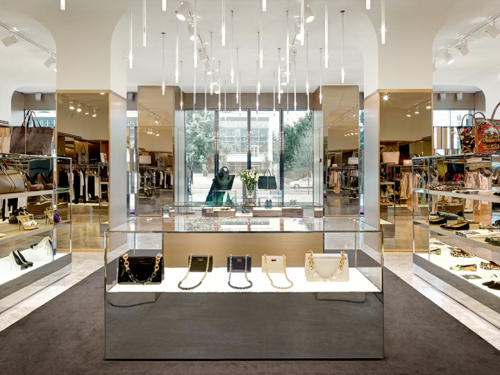 Excelsior Boutique interior design by Piuarch
