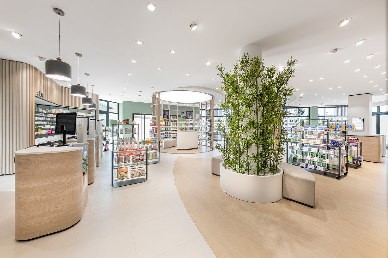 Shopping experience in Farmacia Essenza by Amlab