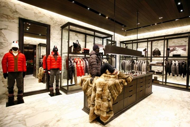 Moncler mono brand shop Istambul