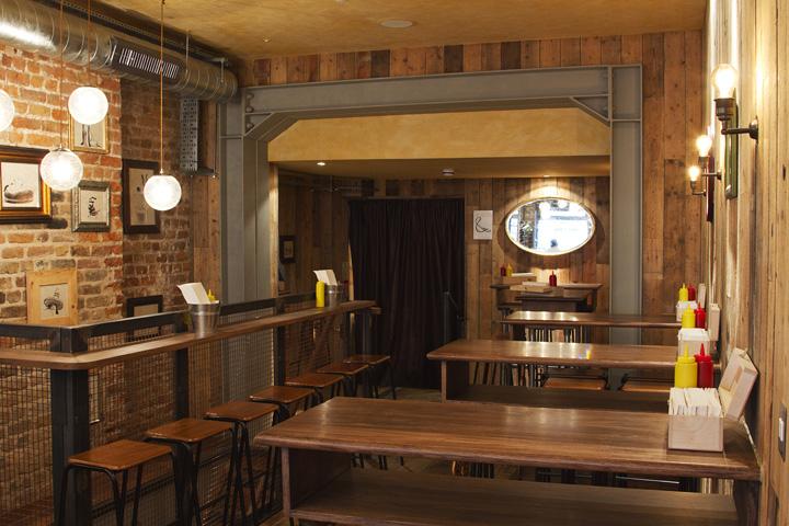 Bubbledogs vintage atmosphere restaurant by B3 Designers