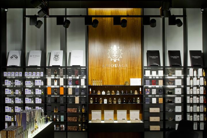 Crème dela crème perfume shop by Inblum Architects, Klaipeda – Lithuania