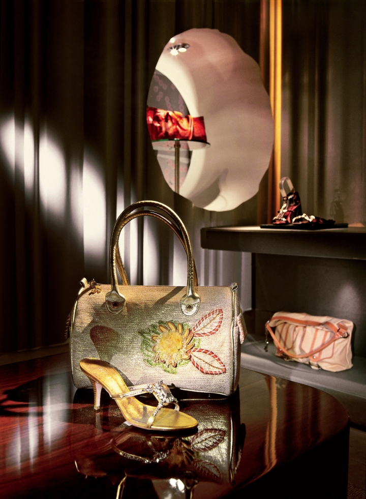 Vakko Shoes & Bags concpet store by Autoban