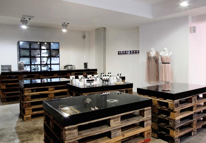 F95: Berlin fashion store