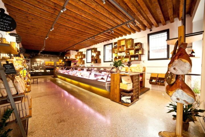 EL BOCON DEL PRETE  grocery store by Filippo Remonato