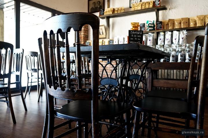 Atelierul de cafea - vintage interior coffee shop
