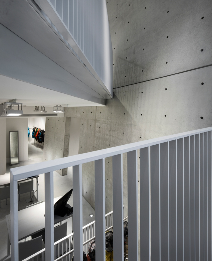 duvetica showroom in milan by tadao ando