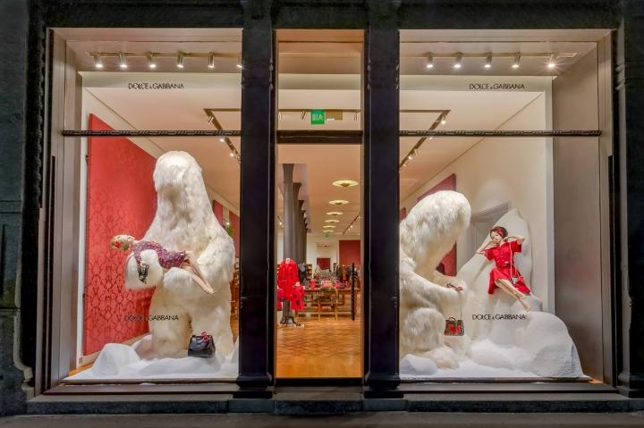 Dolce & Gabbana new window installation Milan