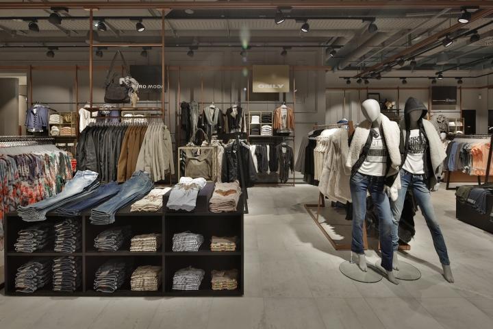 Kastner & Ohler Store by Blocher Blocher Partners, Ried