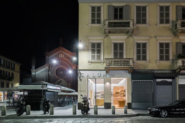 Aesop store Milan by Vincenzo de Cotiis architect