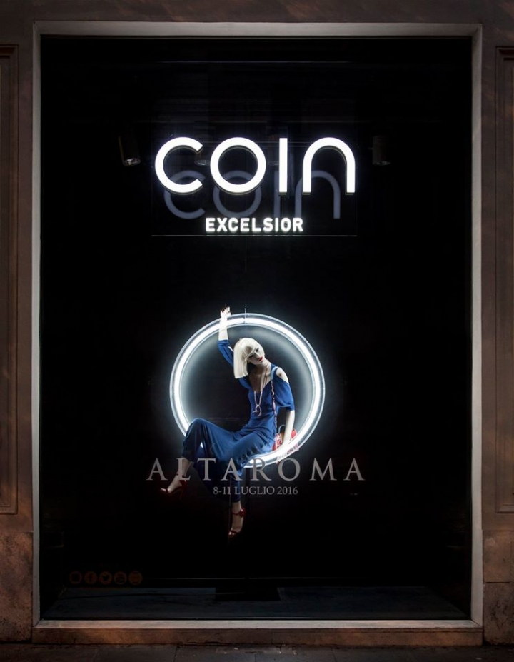 Coin Excelsior window display with neon tubes
