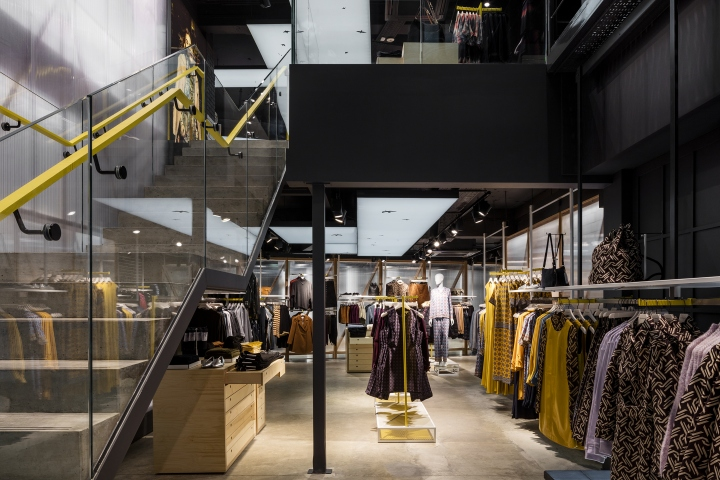 Warehouse store by Checkland Kindleysides, London