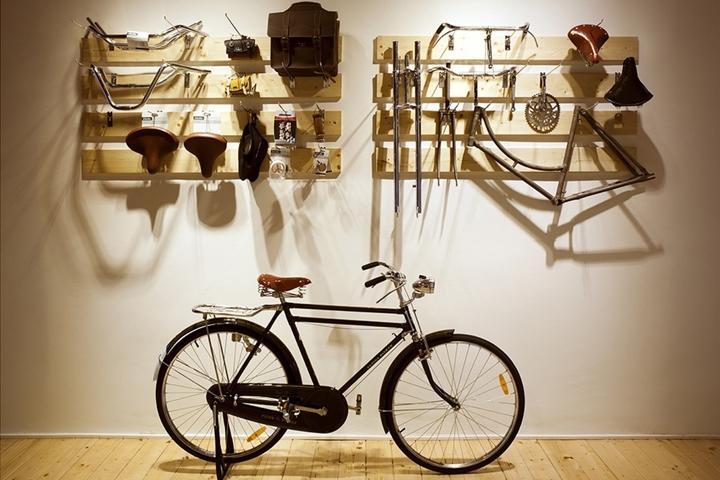 Bullit Cyclery by Hugo Mompó, Valencia